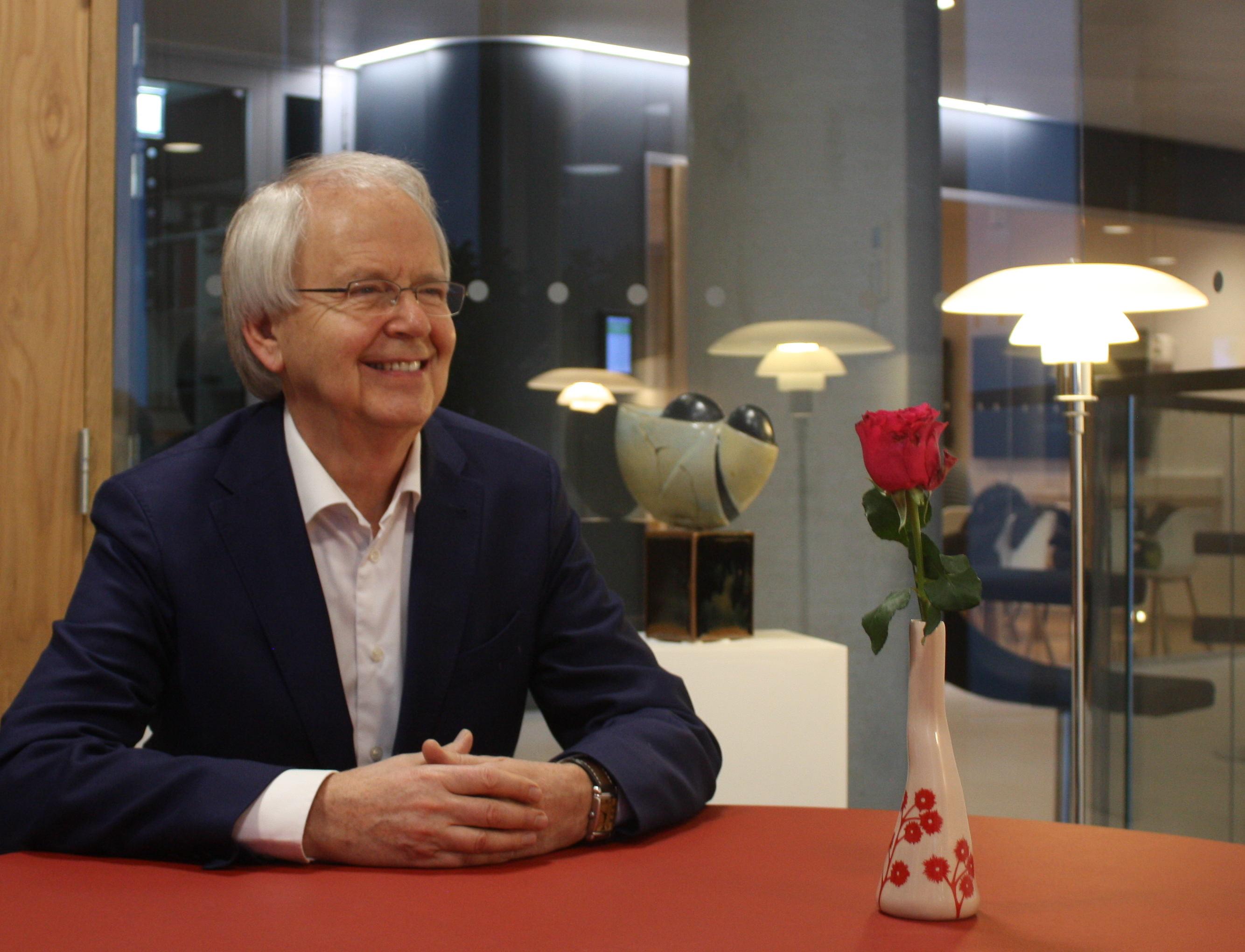 Oluf Borbye Pedersen er dr.med. og professor i genomforskning ved Københavns Universitet. Han har siden 2010 været forskningsleder ved Novo Nordisk Fondens Metabolismecenter på Københavns Universitet. Han er at finde i det internationale førerfelt der udforsker genetiske og miljømæssige årsager til livsstilssygdomme og er blandt pionererne der belyser tarmbakteriernes rolle for sundhed og sygdomsrisiko. Oluf Borbye Pedersen har modtaget en række priser – både for sin forskning og for formidling af forskningsfeltet – senest Uddannelses- og Forskningsministeriets Forskningskommunikationspris 2018.